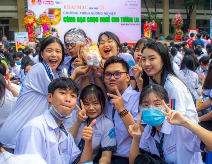 Đúng Ngành Nghề – Sáng Tương Lai: Trường THPT Trần Văn Giàu & NATrust Edu World (Hình Ảnh)