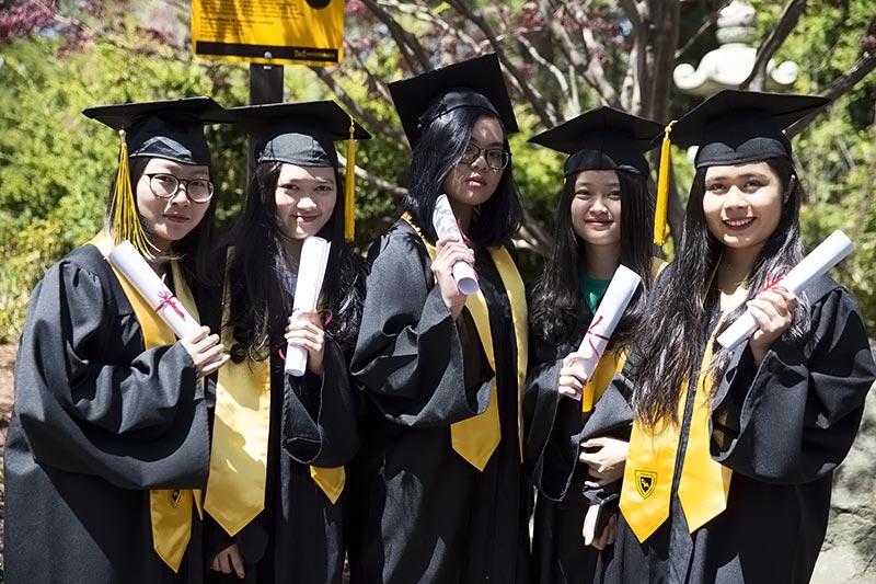 Toronto International Academy tốt nghiệp