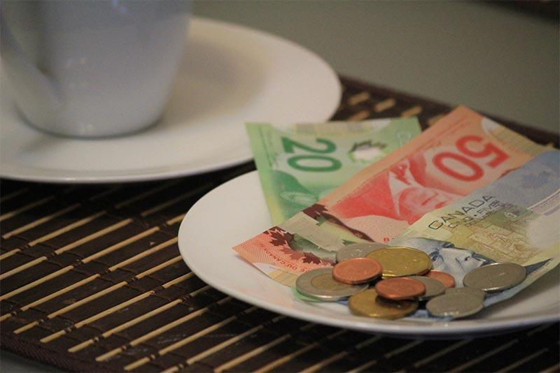 Tip và thưởng khi làm thêm ở Canada
